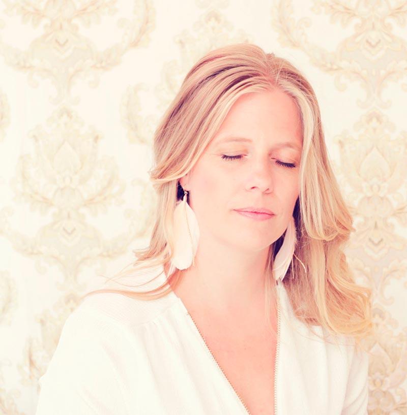 Charlotte Frimann | Spirituel mentor- og erhvervsrådgiver, advokat og High Vibe Coach